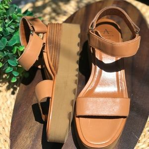 AQUATALIA 🍁🍂Wande Sandals Size 8.5
